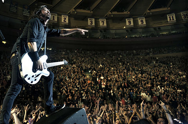 Foo Fighters Social Distortion Joy Formidable And Bob Mould Joan Jett Played MSG Pics Video Setlist