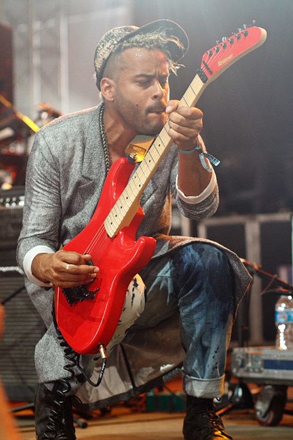 What's going on Saturday? (Twin Shadow, Daughn Gibson, PS Eliot, Warm Up, Soupcans, Out in the Streets fest more)