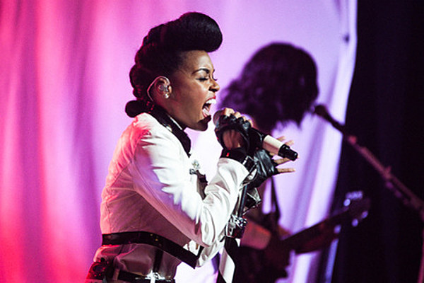 Janelle Monae played The Apollo Theatre (pics), performing on 'SNL' this week