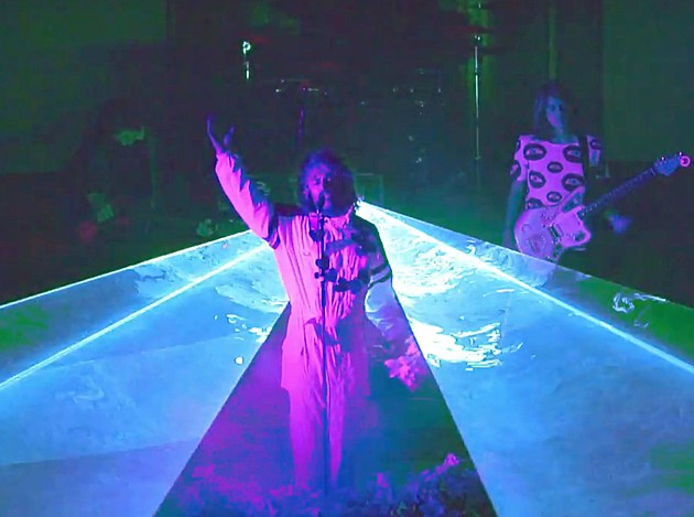 Flaming Lips Cover Bowie S Space Oddity For New Single Playing