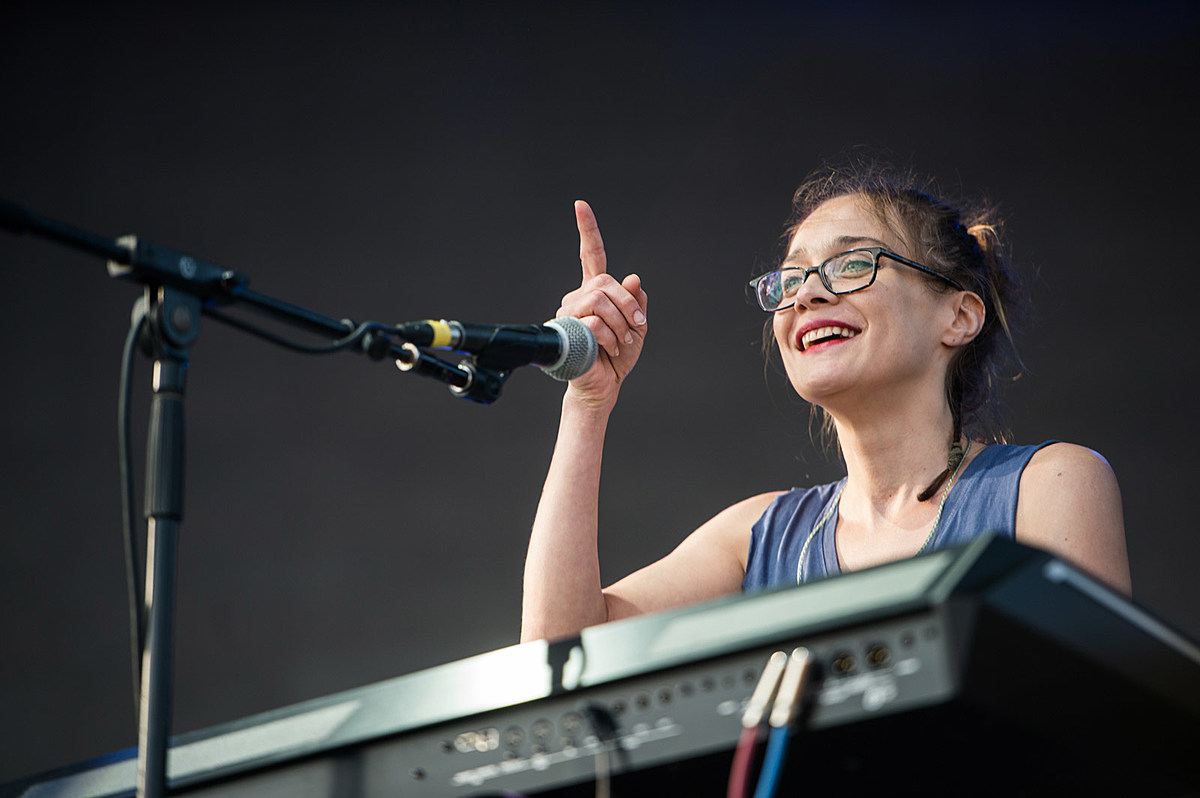 """Fiona Apple """"hoping for early 2020"""" for new album release"""