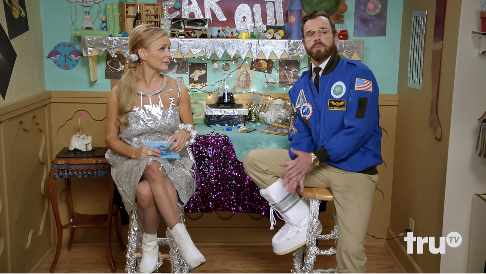 Amy and astronaut Justin Theroux trade space innuendo