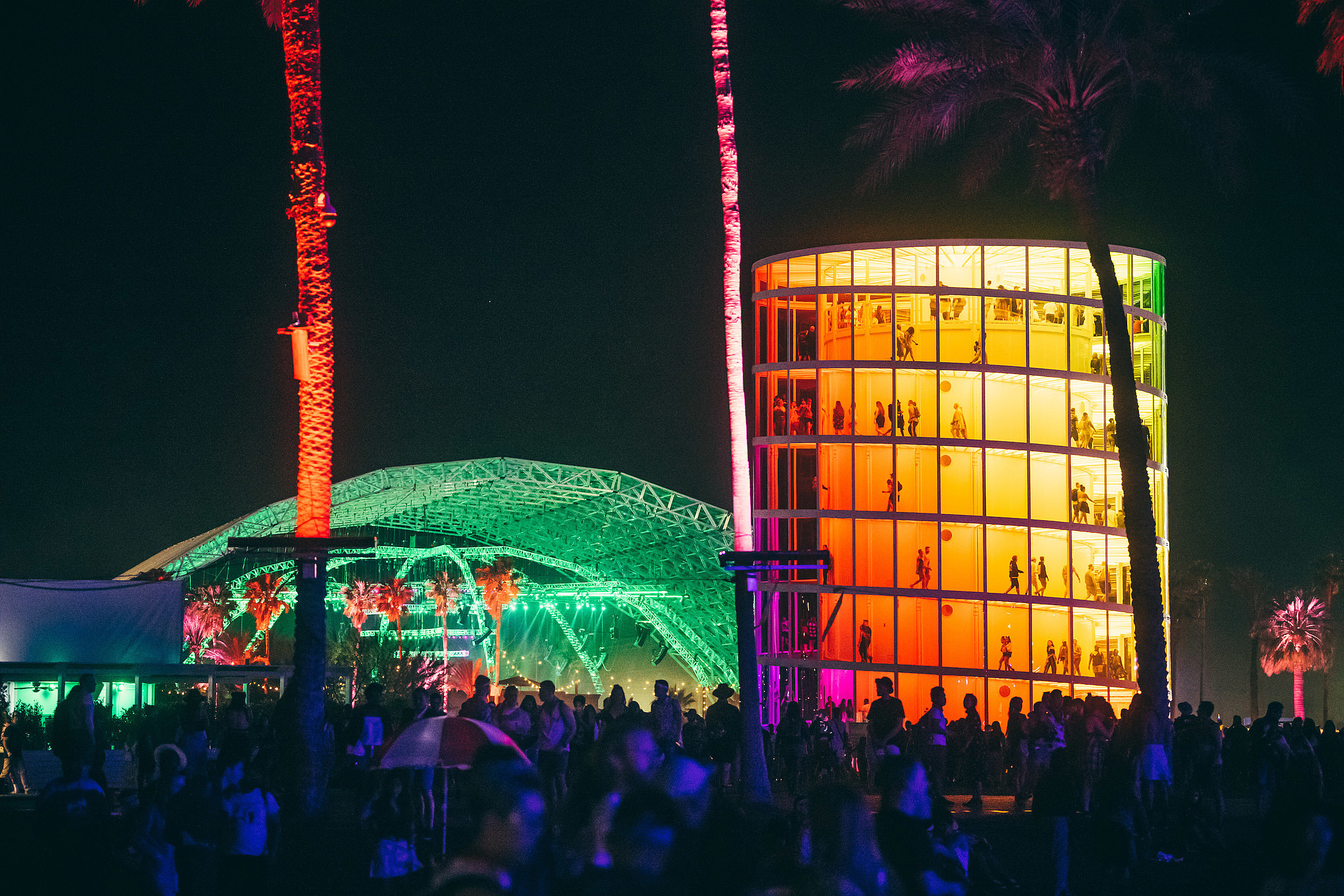 No injuries reported after small fire breaks out at Coachella