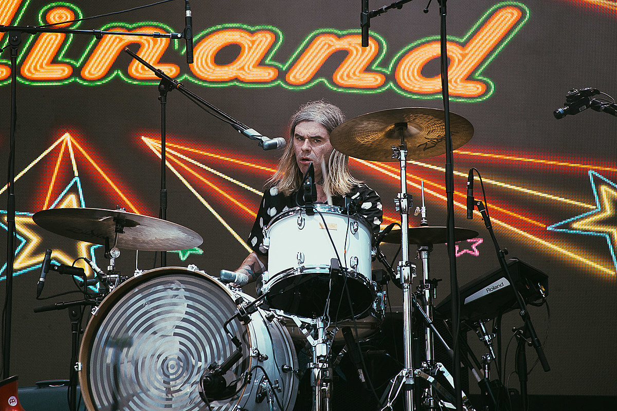 Franz Ferdinand drummer injured by falling art, being replaced on tour