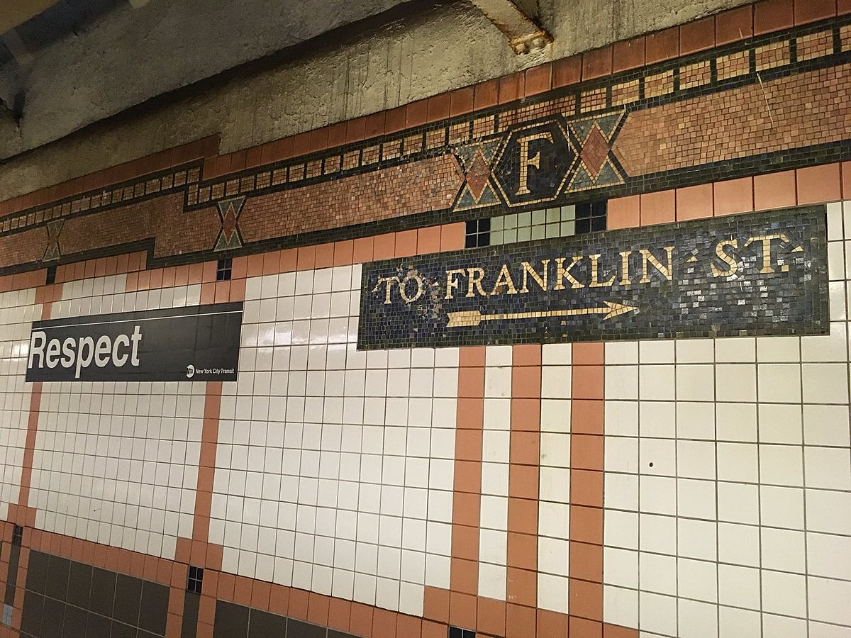 Franklin St subway platform (photo: @AmandaKwan)