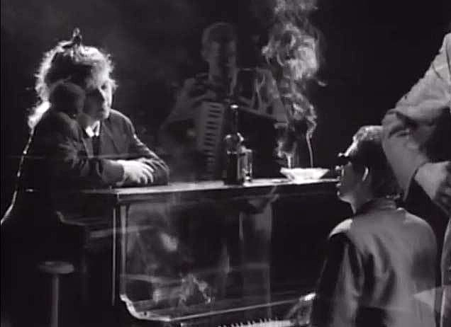 MacColl and McGowan in Fairytale of New York video.