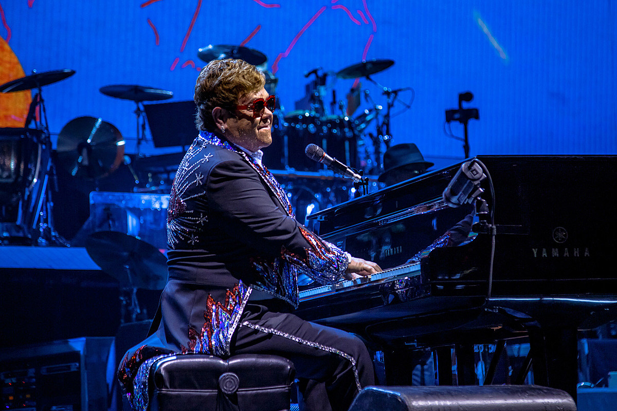 Elton John adds 7 more NYC-area shows to farewell tour