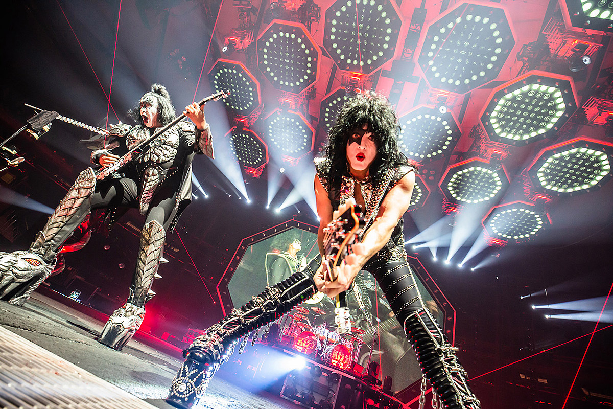 "KISS reschedule ""final"" night of farewell tour to 2020"