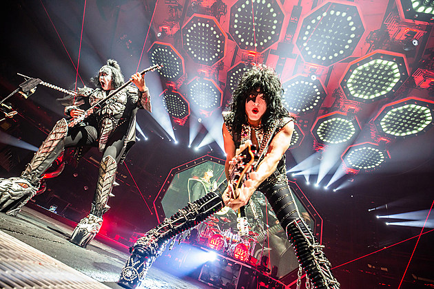 Kiss Tour 2020.Kiss Reschedule Final Night Of Farewell Tour To 2020
