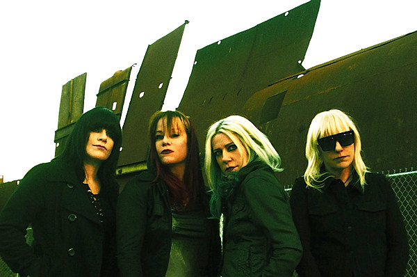 L7 expand 2019 tour, playing Brooklyn with Le Butcherettes