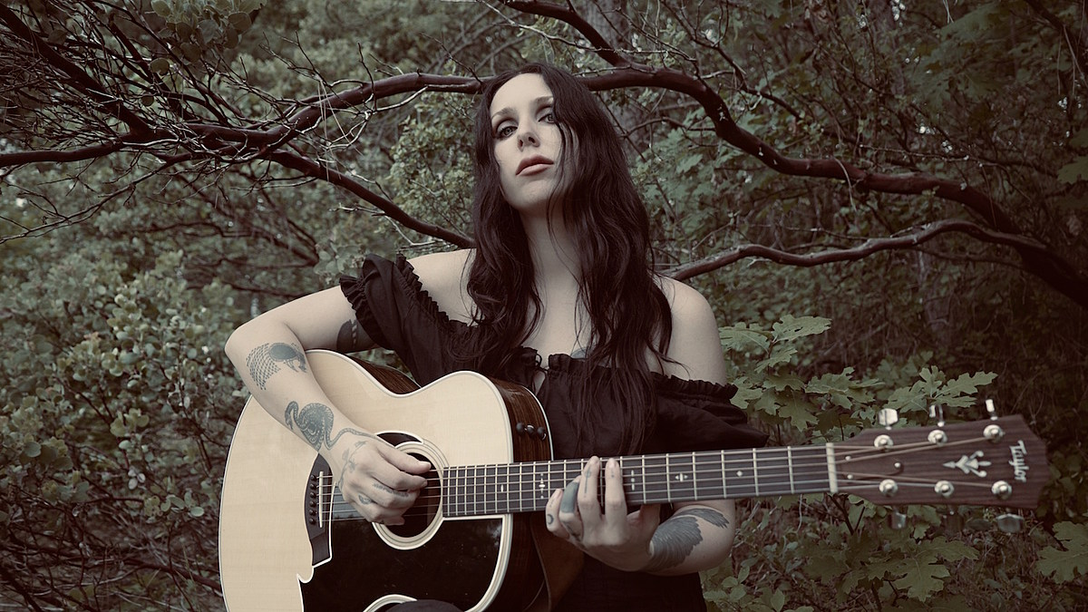 "Chelsea Wolfe shares ""American Darkness"" off new LP"