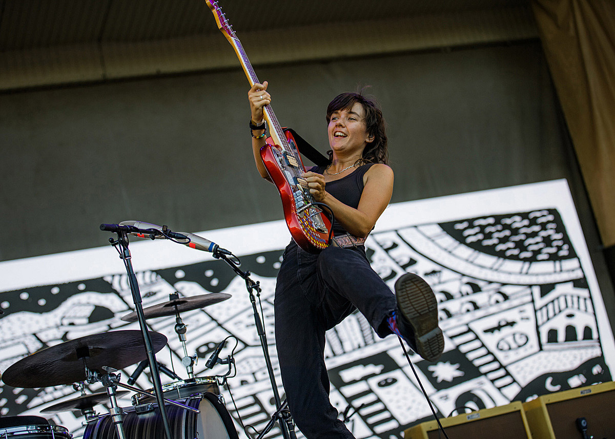 Courtney Barnett wrapped up her tour at Taste of Chicago (pics / setlist)