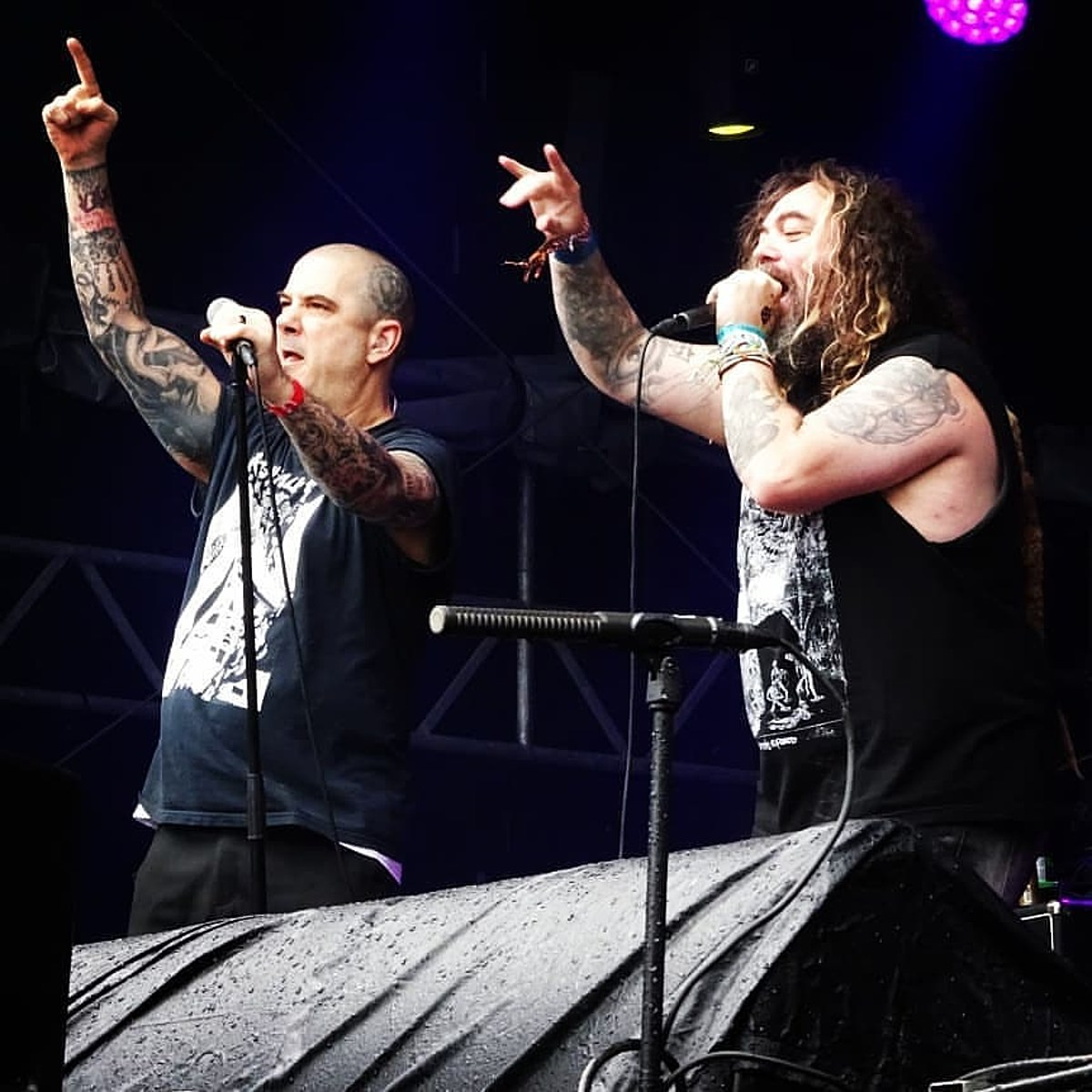 watch Phil Anselmo play Pantera songs with Max Cavalera Satyr in Europe