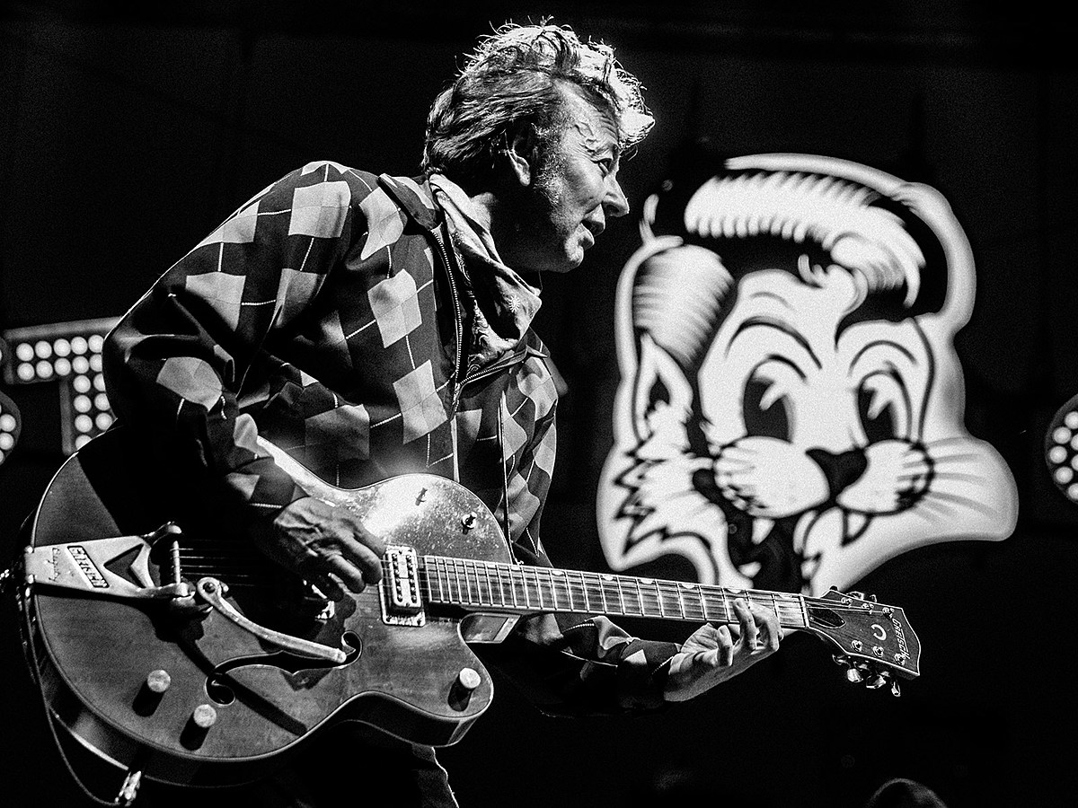 Stray Cats played The Rooftop at Pier 17 with James Hunter (pics, video, setlist)