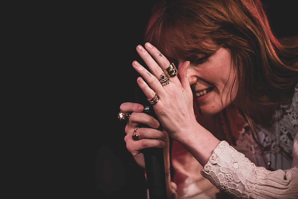 Florence Welch talked new musical played acoustic @ New Yorker Fest (pics, video)