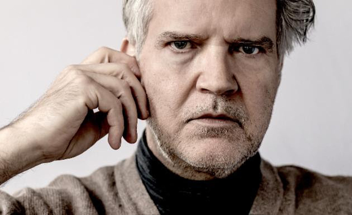 """Lloyd Cole shares """"The Over Under"""" video directed by John Wood and Paul Harrison"""