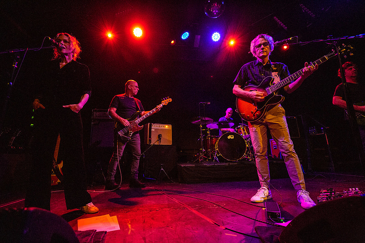 Luna played 'Lunapark,' 'Bewitched' 'Penthouse' in NYC (pics, setlists, videos)