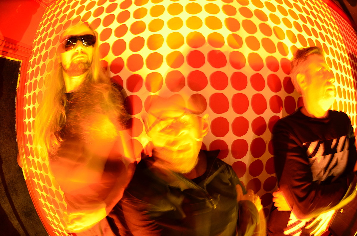 """watch Microwaves' new video for """"Ex Moonwalker""""; tour starts soon"""