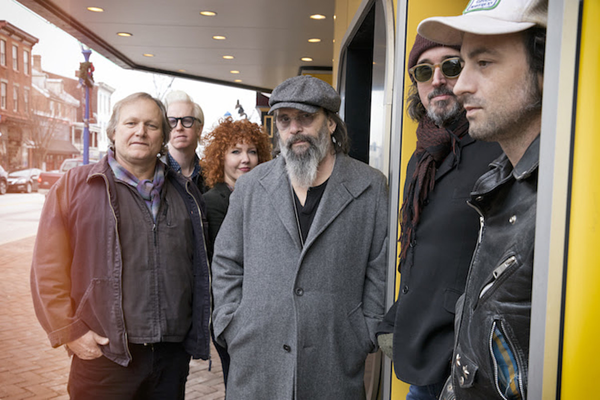 Steve Earle playing intimate autism research benefit dinner