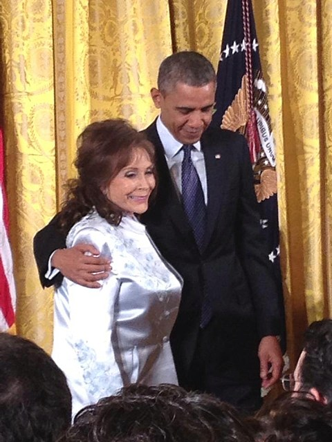 loretta lynn i fall to pieces