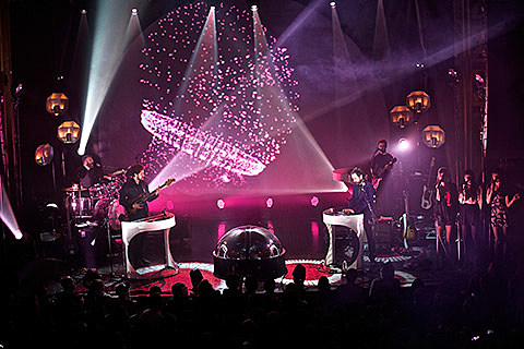 Broken Bells on tour, cool visuals included (video & dates)