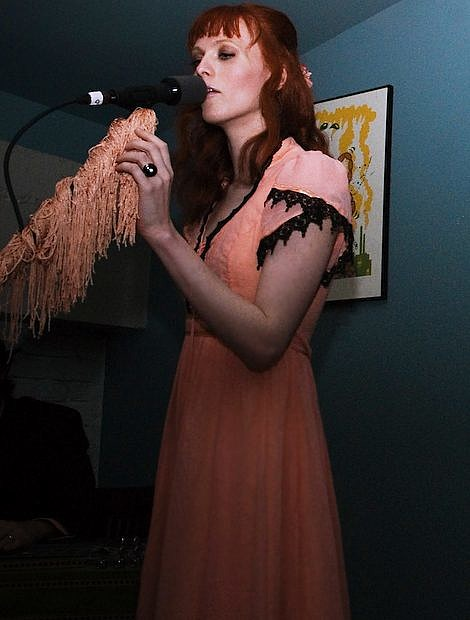 Karen elson played le poisson rouge in nyc sxsw pics for Small room karen zoid lyrics