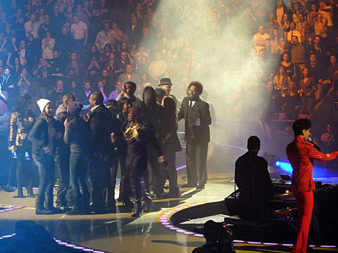 Prince played Izod Center & MSG w/ lots of friends, plays