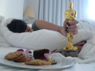 Diablo Cody holding an Oscar
