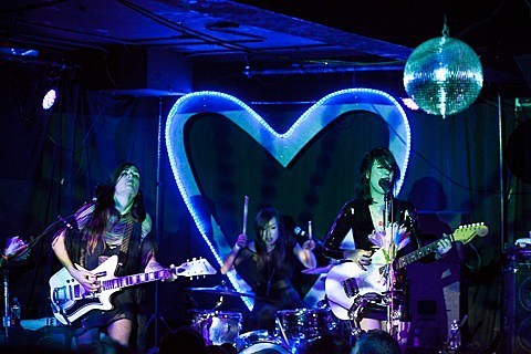 dum-dum-girls-19