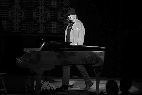 neil-young-chicago-theatre-004