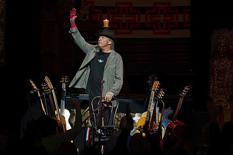 neil-young-chicago-theatre-005
