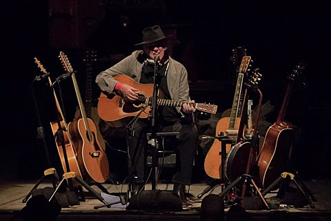 neil-young-chicago-theatre-012